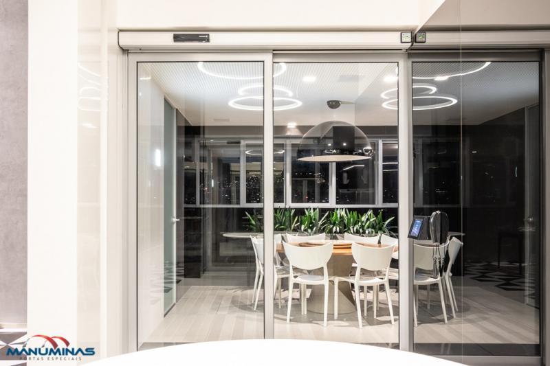Quanto custa uma porta de vidro automática